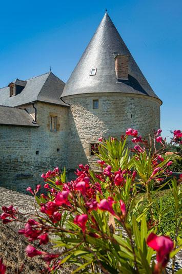 Gite de groupe Tour de Guet Château de Charbogne