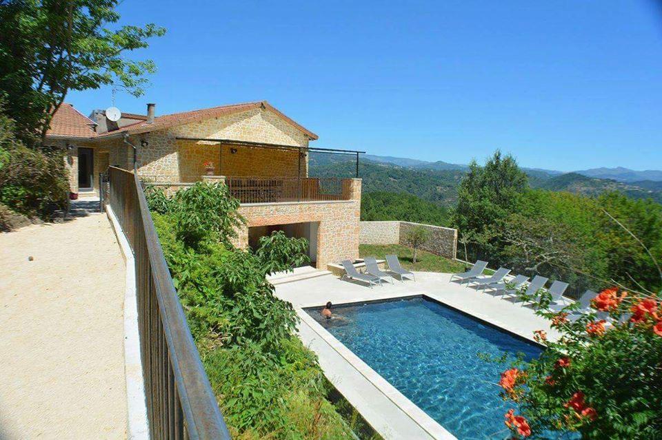 Location gite avec piscine pour groupe en ardeche gite for Ardeche location maison avec piscine