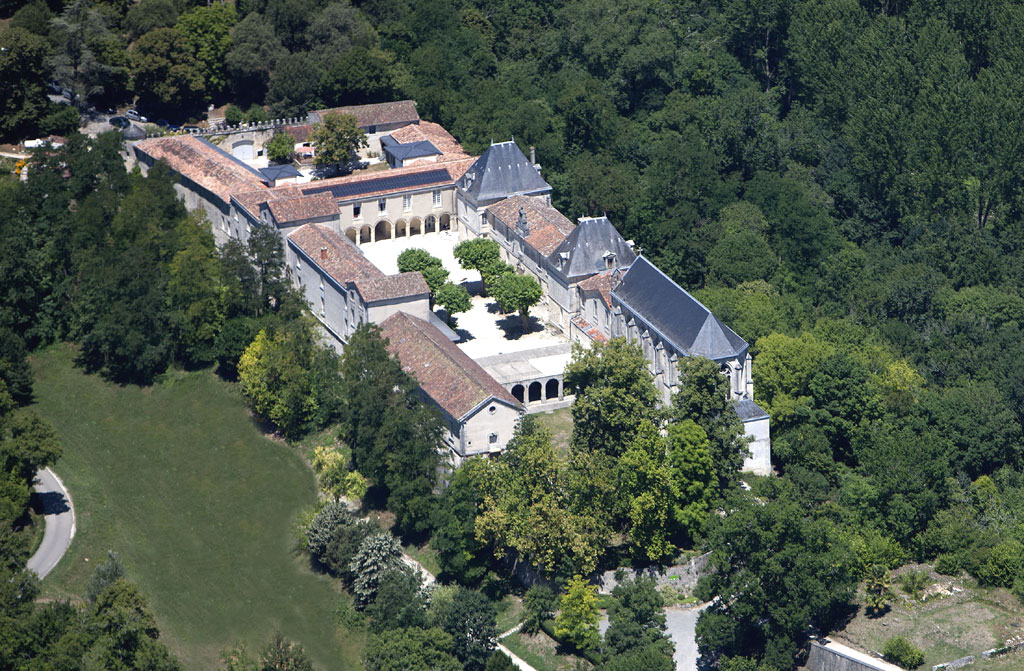 Mfr Cherves Richemont Gite De Groupe Charente 94 Couchages