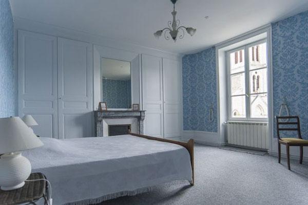 les volets bleus gite de groupe rh ne 15 couchages. Black Bedroom Furniture Sets. Home Design Ideas